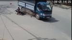 Tai nạn kinh hoàng vì phóng xe máy bạt mạng