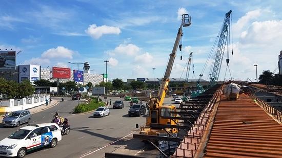 Cầu vượt 'giải cứu' kẹt xe Tân Sơn Nhất vượt tiến độ 2 tháng