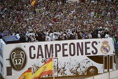Fan Real bầm dập Pique đến ê chề, Torres tháo chạy khỏi Atletico