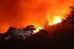 Cháy dữ dội rừng Sóc Sơn, gần 2.000 người dập lửa