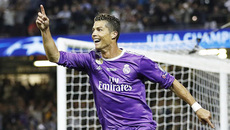 Ronaldo thăng hoa tuổi 32: Bí quyết khiến tất cả sửng sốt!