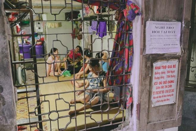 Hà Nội: Ông già 'khùng' cho thuê nhà trọ điều hòa giá 15.000 đồng