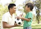 Bố dạy con 5 bài học ý nghĩa khi chơi thể thao