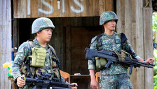 Phiến quân 'lì đòn', Mỹ cấp vũ khí diệt khủng bố cho Philippines