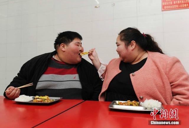 Gặp lại cặp đôi 5 năm không thể 'yêu' vì quá béo