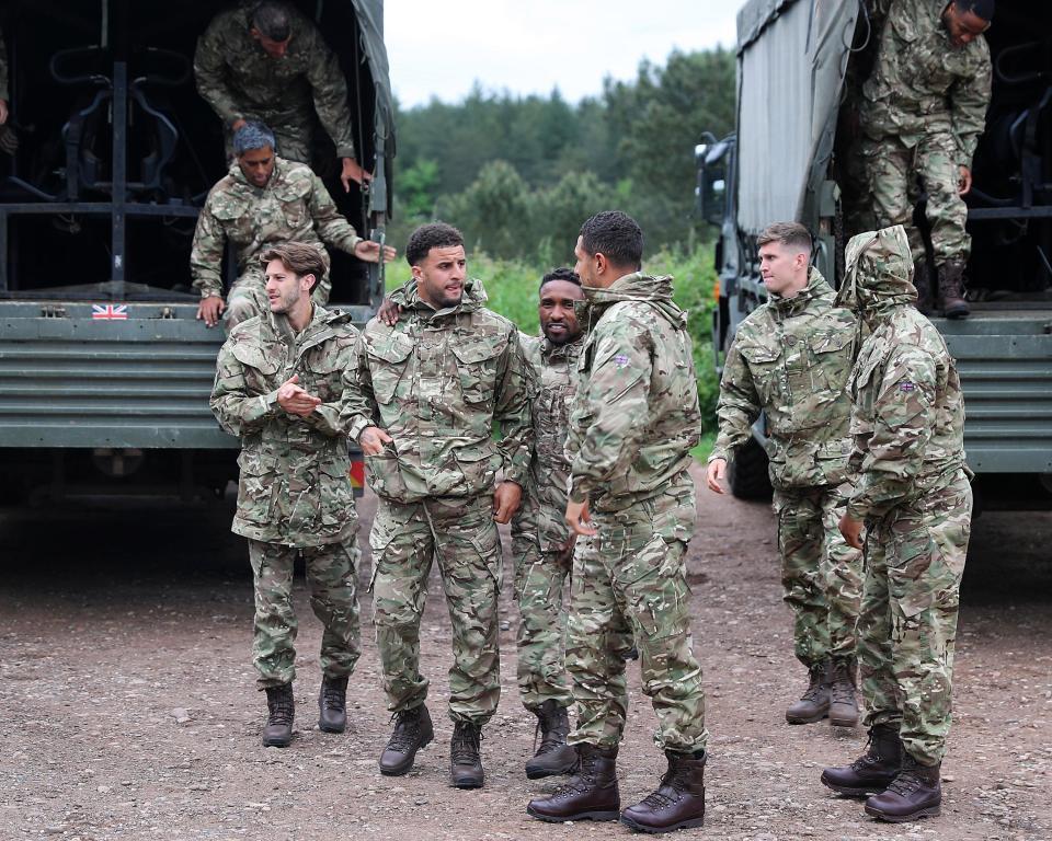 Bị tống vào trại lính, sao tuyển Anh 'khóc thét'