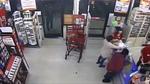 Tên cướp vét sạch tiền, nhiều nhân viên đứng bên cạnh vẫn không hay biết