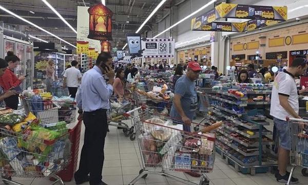 Qatar bị 'từ mặt', dân chúng nháo nhào tích trữ