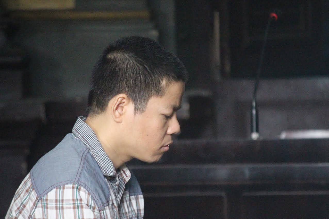 Kẻ giết người hàng loạt khóc như mưa ở tòa vì sợ...án tử hình