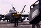 Cận cảnh chiến dịch tiêu diệt IS từ tàu sân bay Mỹ