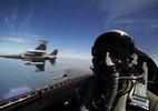Không quân Mỹ dùng tiền giữ chân phi công chiến đấu