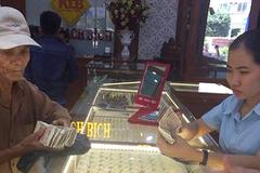 Cha nghèo mang cọc tiền lẻ đi mua vàng làm của hồi môn cho con gái