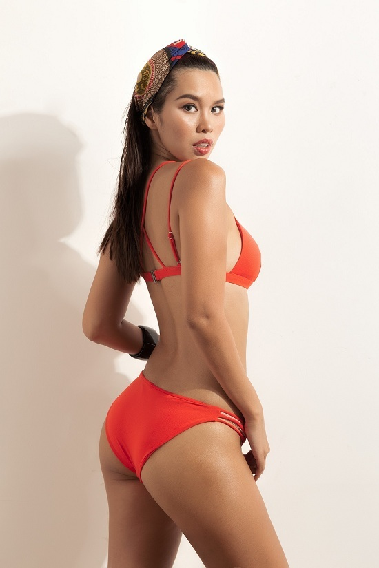 Siêu mẫu Hà Anh tung ảnh bikini nóng bỏng