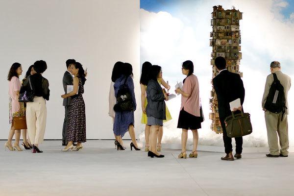 Trưng bày tác phẩm của vợ danh ca John Lennon tại Hà Nội