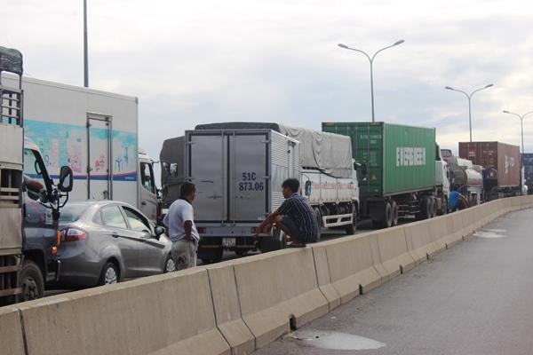 kẹt xe,cảng Cát Lái,ùn tắc giao thông,Sài Gòn,kẹt xe nghiêm trọng