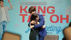 Kang Tae Oh 'Tuổi thanh xuân' bật khóc trước món quà từ fan