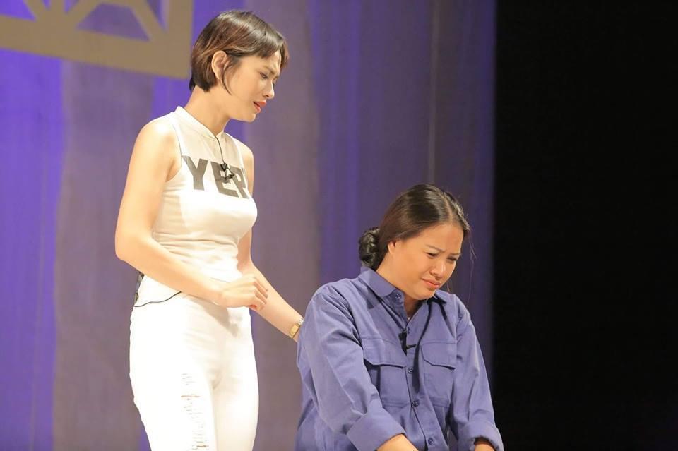 Hai mỹ nhân 'Người phán xử' đụng độ trên sân khấu