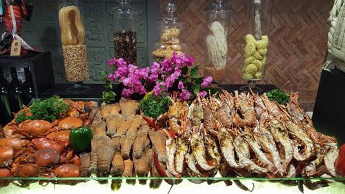 Buffet 'sơn hào hải vị'  tại Cham Charm
