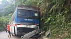 Xe 45 chỗ chở học sinh gặp nạn: Lái xe chủ động đâm vách núi