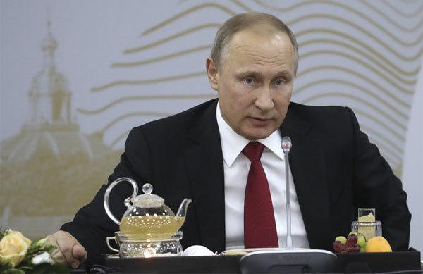 Tổng thống Putin đáp trả khéo các câu hỏi sốc