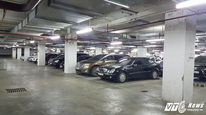 Dân phố cổ Hà Nội gửi ô tô ở bãi 'dát vàng' 180 triệu đồng/năm