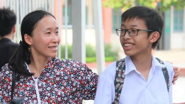Thí sinh thở phào vì đề văn vào lớp 10 Hà Nội 'dễ thở'