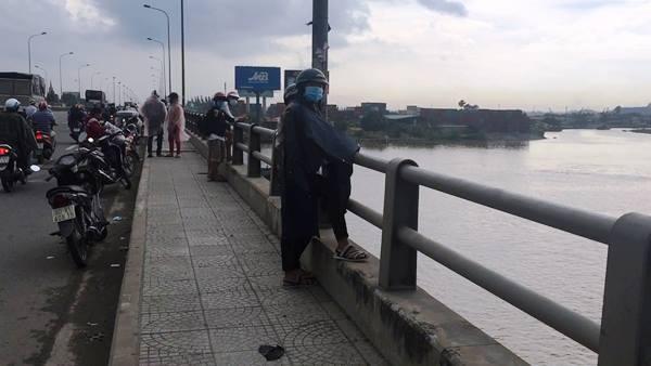 Bỏ xe giữa cầu, nam thanh niên nhảy sông Đồng Nai mất tích
