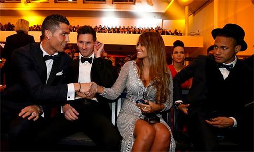 Ronaldo không dự đám cưới Messi, Kane 'cướp' chức của Rooney