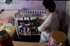 Camera tiết lộ hành động nguy hiểm của bảo mẫu lúc ru bé ngủ