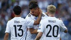 """Thắng """"7 sao"""", Đức chạm một tay vào vé đến Nga"""