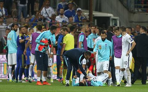 Trợ lý HLV Bosnia đấm bay răng tuyển thủ Hy Lạp