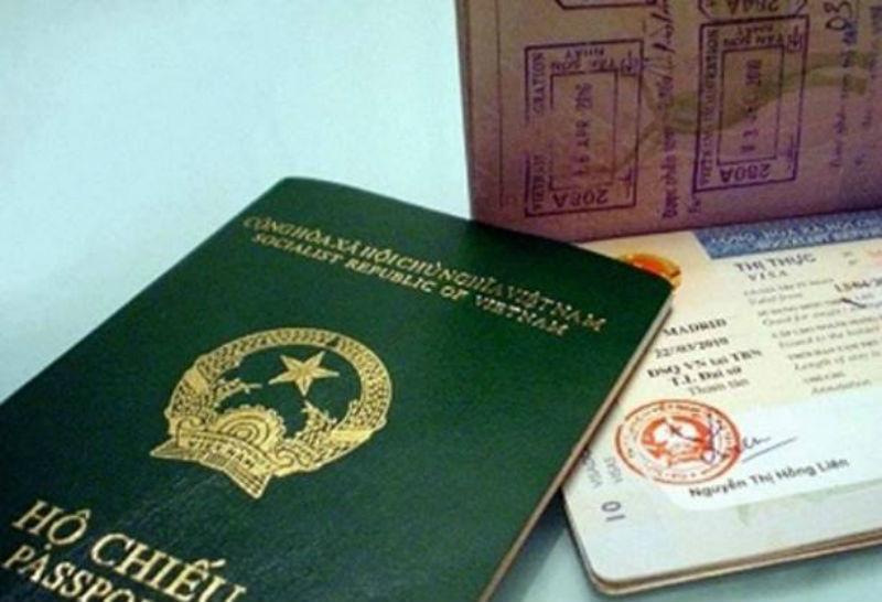 Người nước ngoài dùng hộ chiếu giả đến ngân hàng rút hơn nửa tỷ đồng