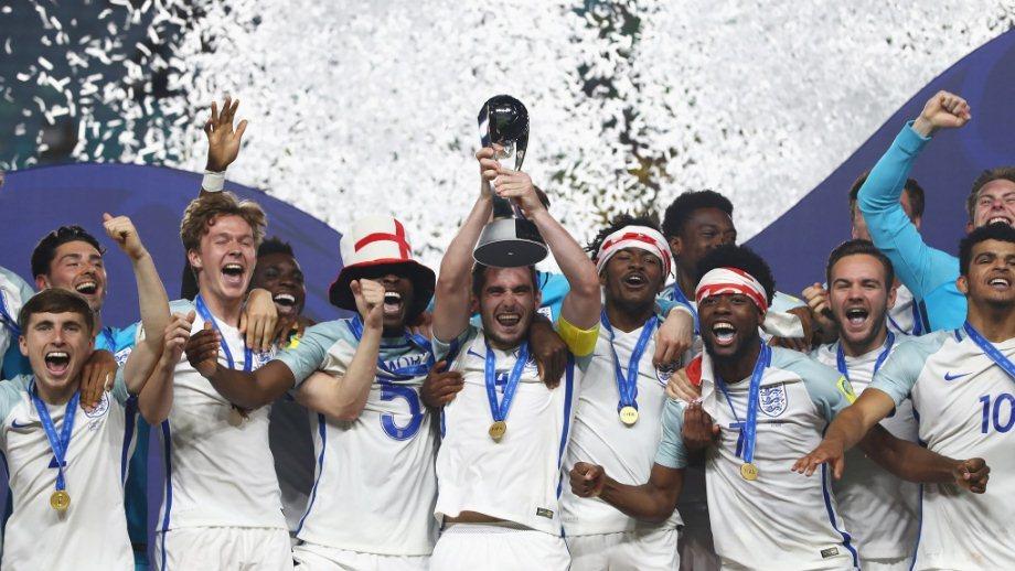 Giây phút bóng đá Anh giải cơn khát danh hiệu kéo dài 51 năm