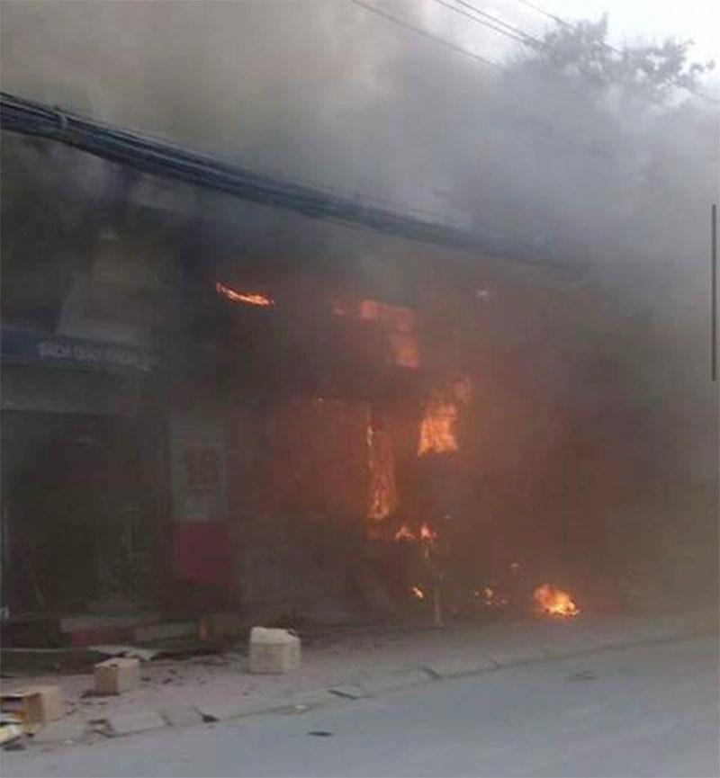 Hà Nội: Cháy rụi hiệu sách 150m2