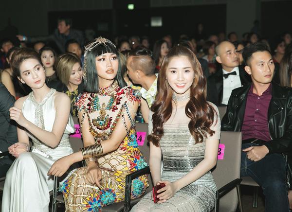 Á hậu Lâm Thuỳ Anh ấn tượng trên thảm đỏ Đêm hội chân dài