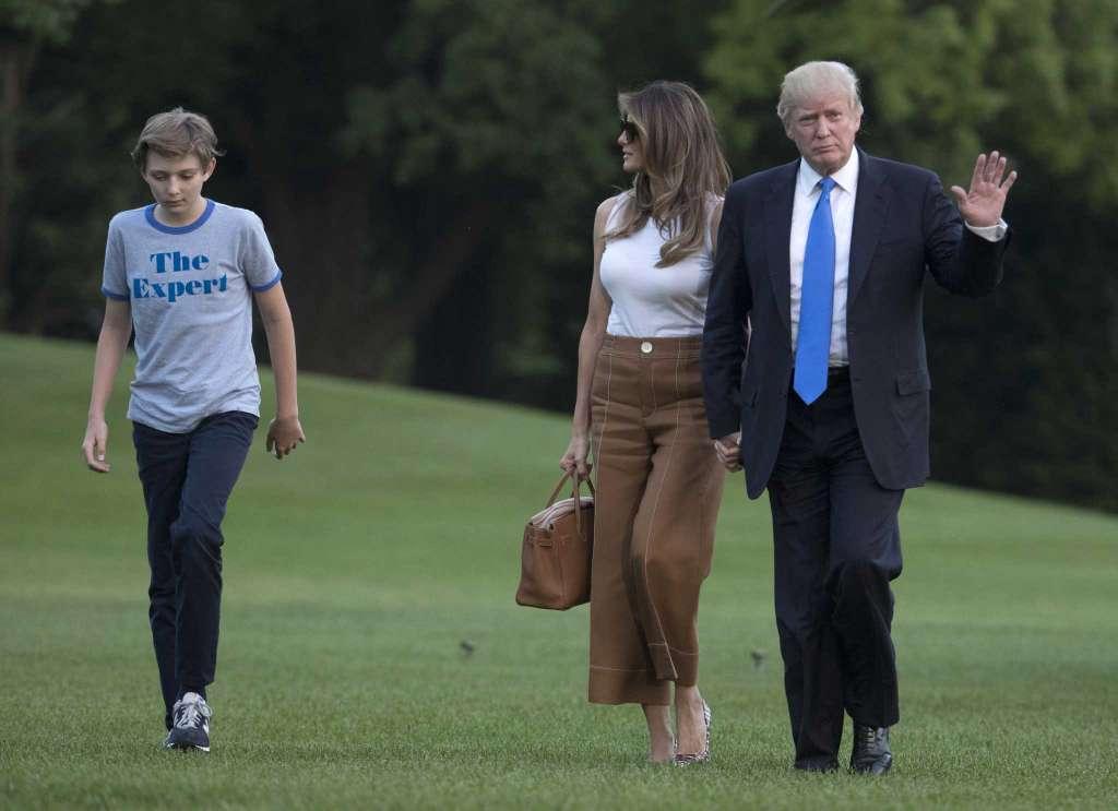 Vợ con ông Trump dọn vào Nhà Trắng