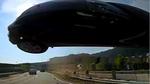 Ô tô văng lên trời, bay thẳng vào đầu xe buýt