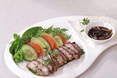 Cách làm thịt ba chỉ nướng lá chanh đổi vị cho cả nhà