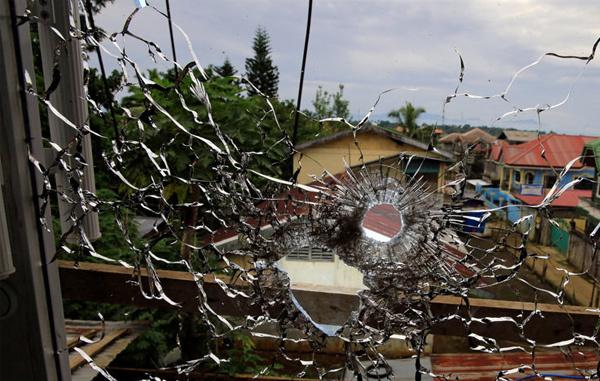 Sau quốc khánh, 'bom rơi đạn nổ' vẫn rung chuyển nam Philippines