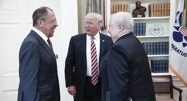 Ông Trump tiết lộ tin mật gì cho Ngoại trưởng Nga?