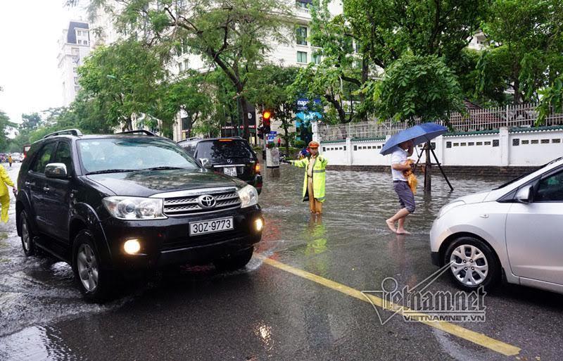 mưa ngập,CSGT,cảnh sát giao thông