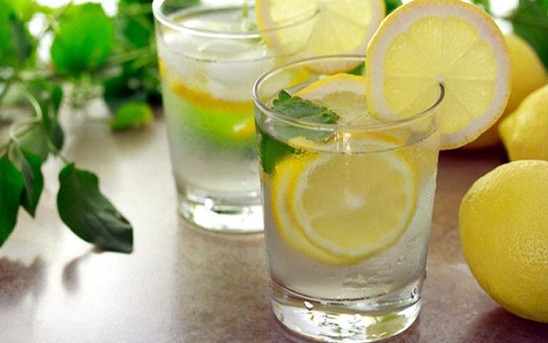 Điều không ngờ ít ai biết khi uống nước chanh