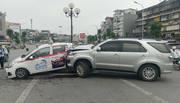 Hà Nội: Xe Fortuner đâm văng xe đạp điện chở 3 người