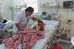 Vụ nghi viêm não: Thêm 2 chị em bé gái chết thương tâm