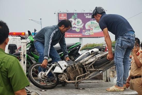 Tử nạn khi chạy ngược chiều, đối đầu xe ben trên cầu ở Sài Gòn