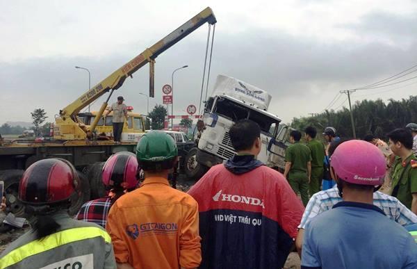 tai nạn, tai nạn giao thông, container, cầu Phú Mỹ, Sài Gòn
