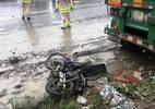 Container cán nát xe máy đổ dốc cầu Phú Mỹ, 2 người tử vong