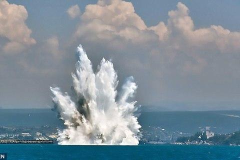 Cảnh tượng ngoạn mục khi bom phát nổ trên vùng biển Nga
