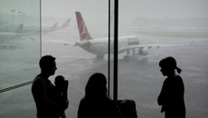 Tại sao cả gia đình không nên ngồi cùng một chuyến bay?