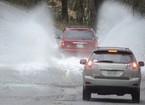 Kinh nghiệm 'vàng' lái xe trong thời tiết mưa bão